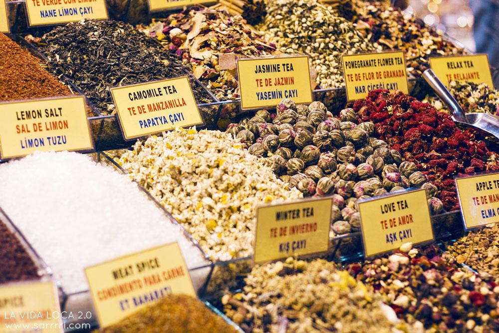 Maustebasaari egyptiläinen basaari Mısır Çarşısı turkkilainen tee