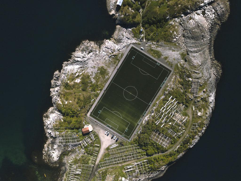 henningsvaer jalkapallokentta (1)